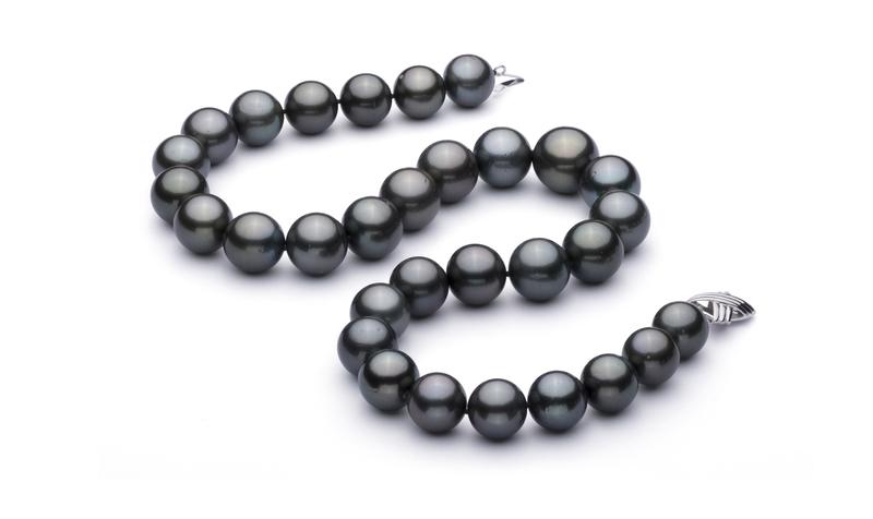 Halskette mit schwarzen, 13.1-16mm großen Tihitianischen Perlen in AAA+-Qualität
