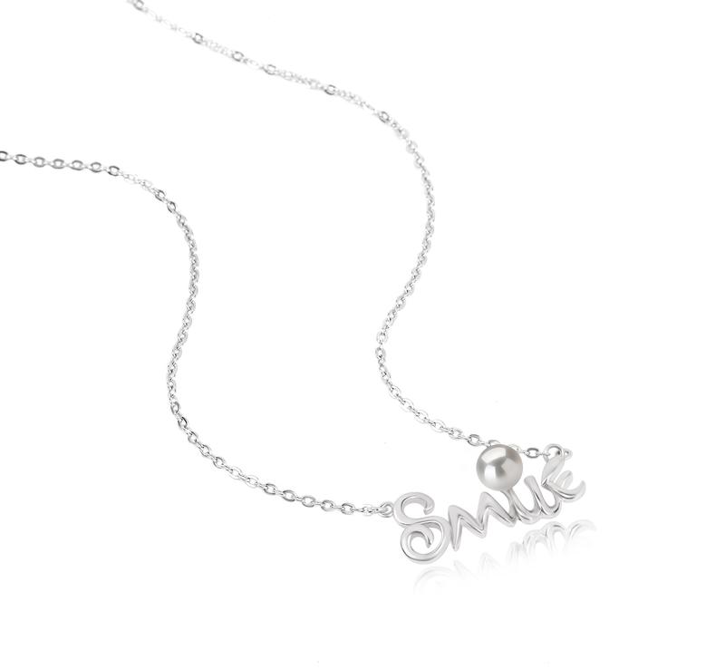 Halskette mit weißen, 5-6mm großen Süßwasserperlen in AAAA-Qualität , Smile