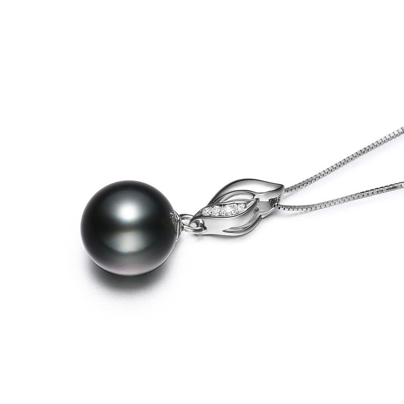 Anhänger mit schwarzen, 9-10mm großen Tihitianischen Perlen in AAA-Qualität , Vita