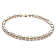 Halskette mit weißen, 8-9mm großen Süßwasserperlen in AAA-Qualität , Soluna